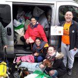 Todo este pienso y material nos han donado el equipo de la Manada Canina.