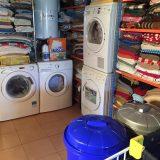 Hace un par de meses la lavanderia que nos llevaba lavando la ropa un año y medio nos dejo tiradas con 100kg de ropa para lavar.